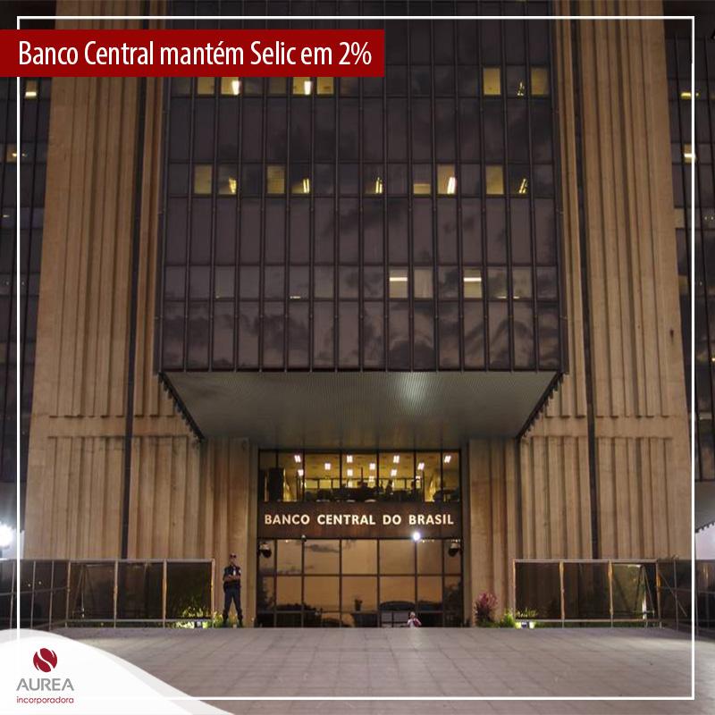 """Banco Central mantém Selic em 2% e diz que condições para manter """"forward guidance"""" podem cair em breve"""